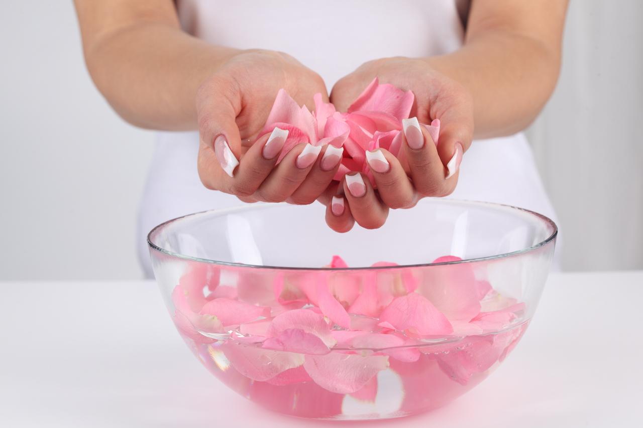 Comment faire soi-même son eau de rose