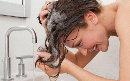 Se laver les cheveux sans shampoing. Est-ce possible